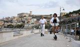 Oggi in onda su RAI2 LEGGERISSIMA ESTATE con Gaeta protagonista